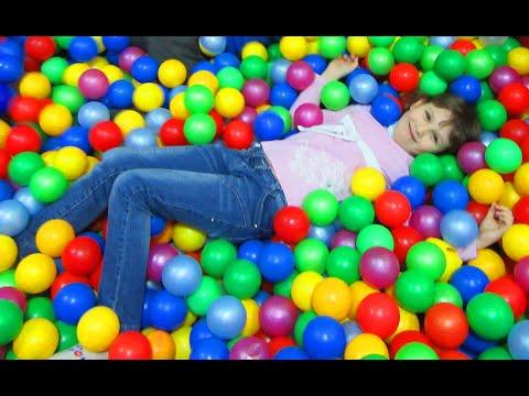 ВЛОГ Детская игровая комната #батут #горки #лабиринт (видео)