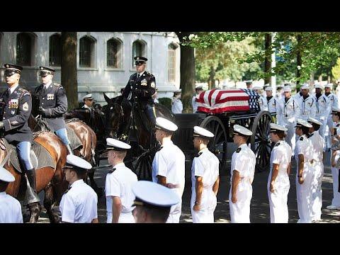 ΗΠΑ: Δίπλα στο στενό του φίλο ζήτησε να ταφεί ο γερουσιαστής Μακέιν…