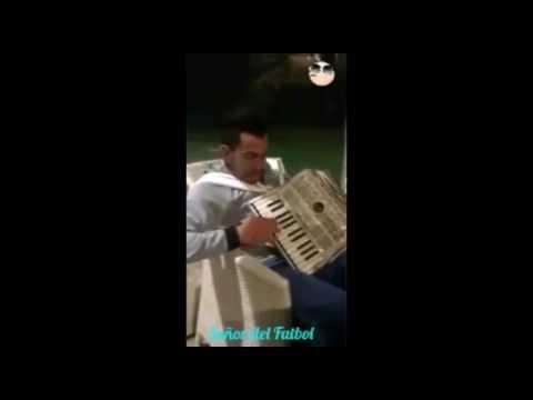 TéVEZ TOCANDO EL ACORDEóN
