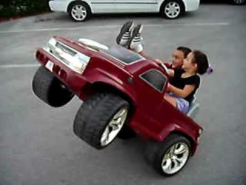現在小孩的駕駛技術,已經超越當年的你我了…
