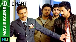 Click here to watch Punjabi movies, music & more - http://bit.ly/PunjabiMoviesAndMoreJimmy Shergill takes a lecture in an air force class & Rannvijay Singh tries to enter the class in between, but he is restricted from entering the class as Jimmy Shergill does not like the indisciplined people around him.Movie: DhartiCast: Jimmy Shergill, Surveen Chawla, Rannvijay Singh, Rahul Dev, Prem Chopra, & Jaspal BhattiDirected By: Navaniat SinghProduced By: Darshan Singh Grewal, J.S.Kataria & Jimmy ShergillTo watch more log on to http://www.erosnow.comFor all the updates on our movies and more:https://www.youtube.com/ErosNowPunjabihttps://twitter.com/#!/ErosNowhttps://www.facebook.com/ErosNowhttps://www.facebook.com/erosmusicindiahttps://plus.google.com/+erosentertainmenthttps://www.instagram.com/eros_nowhttp://www.dailymotion.com/ErosNowhttps://vine.co/ErosNow http://blog.erosnow.com