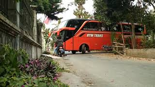 Video Ke ahlian seorang supir bus kym trans memutar balik di gang sempit MP3, 3GP, MP4, WEBM, AVI, FLV Maret 2019