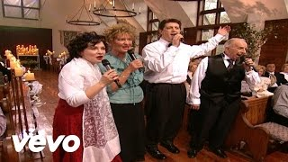 Video Bill & Gloria Gaither - When the Roll Is Called Up Yonder (Live) MP3, 3GP, MP4, WEBM, AVI, FLV Juni 2019