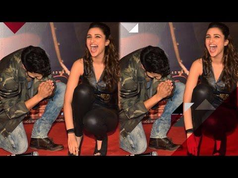 Video Varun Dhawan Touches Parineeti Chopra's Feet   Bollywood News download in MP3, 3GP, MP4, WEBM, AVI, FLV January 2017