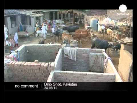 Villagers Protect Their Homes In Pakistan - No Comment