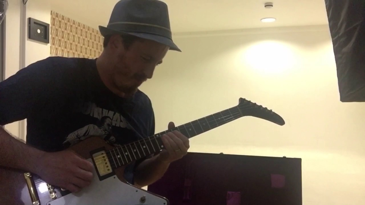 Blues Guitar Lessons and Videos. Blues Shuffle Guitar Solo Improvisation. Blues Shuffle in G.