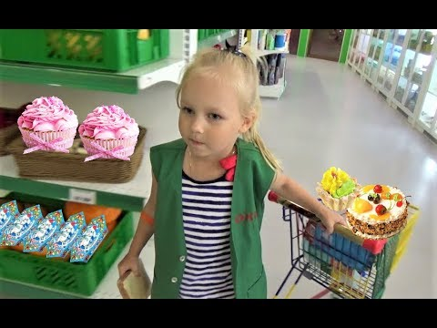 Алиса работает МОДЕЛЬЮ !!! Алиса играет в детском развлекательном центре Минополис (видео)