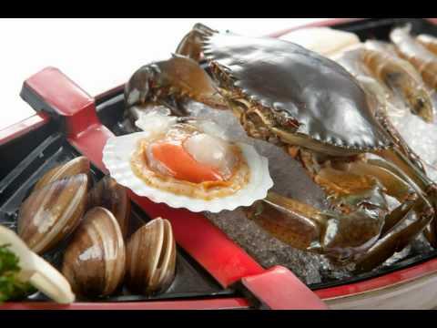 嚇死人喔 !!吃涮涮鍋螃蟹活竟然活過來 ! (04:20開始)