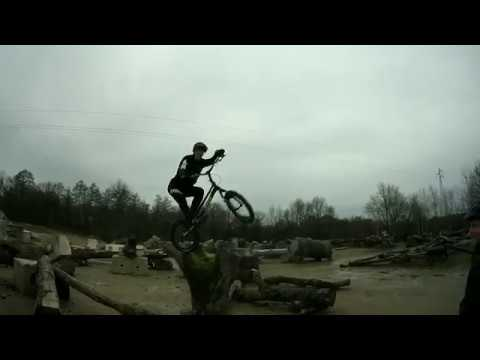 Alex Rudeau & Alexis Brunetaud in the IORE bike trial park