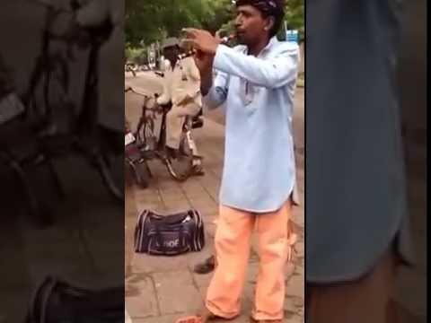 Video Roadside Local Bansuri Wala Playing Song Mere Desh Ki Dharti download in MP3, 3GP, MP4, WEBM, AVI, FLV January 2017