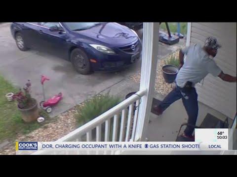 Napastnik wtargnął do domu z nożem, po czym został postrzelony w głowę