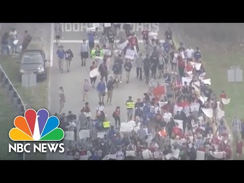 Florida Students Stage Walkout From High School | NBC News (видео)