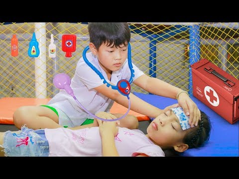 Kids play pretend Doctor take care Friend! Kids johny johny yes papa Song Children