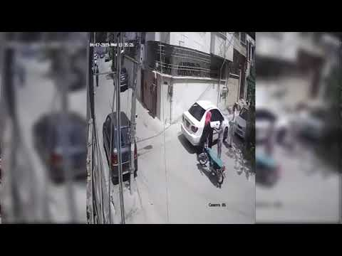 Viral video of mobile snatching in Pakistan
