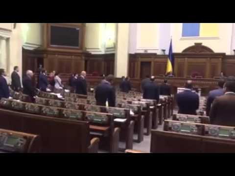Нардеп Шурма не встав під час вшанування жертв Голодомору