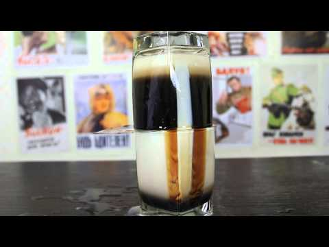 男子把牛奶跟甜酒混合後 竟出現超驚奇畫面