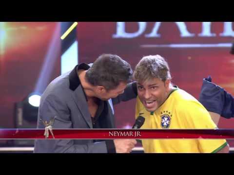 Showmatch 2014 - ¡IMPERDIBLE IMITACIÓN! Neymar llegó a Showmatch después de su lesión