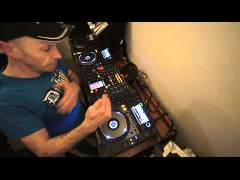 DJ MIXING LESSON ON A SMOOTH TRANSITION