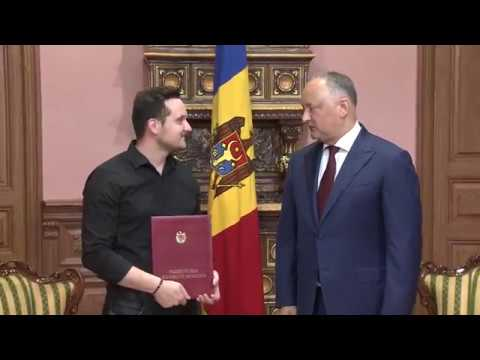 """Președintele Republicii Moldova a înmînat """"Ordinul de Onoare"""" lui Serghei Marcoci și Diploma de Onoare lui Marcel Roșca"""