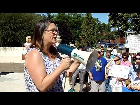 Oregon State Senator Sara Gelser at Families Belong Together Rally, Albany 06/30/2018