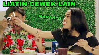 Video PRANK PACAR!!!! LIATIN CEWEK CANTIK SAMPAI PACAR MARAH - PRANK INDONESIA MP3, 3GP, MP4, WEBM, AVI, FLV April 2019