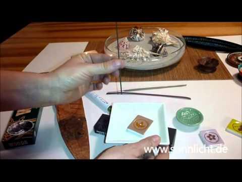 Anwendung verschiedener Räucherstäbchen