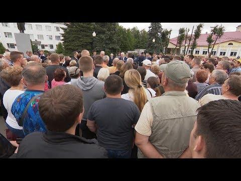 Лукашенко пообщался с жителями Костюковичей и рассказал о причинах приезда