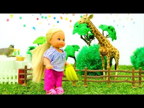 Barbie Puppe: Evi geht in den Zoo. Kindervideo auf Deutsch.