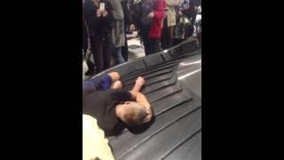 Странный багаж в аэропорту Домодедово