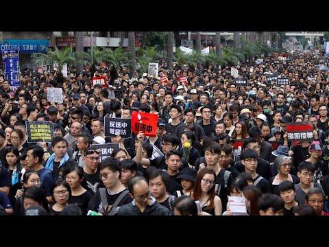 China: Auslieferungsgesetz gestoppt - Hongkonger forde ...