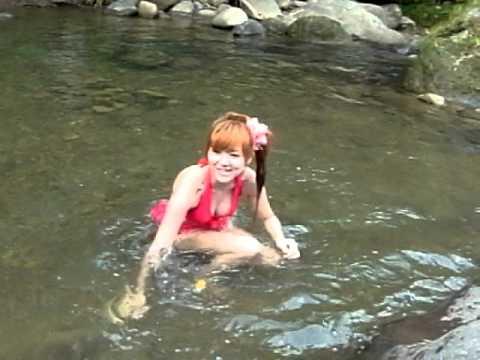 如果你在野外忽然看到一個女的,像0:02那樣向你游過來還發出那種笑聲…