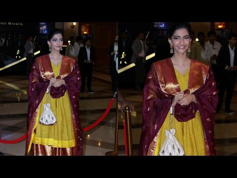 Sonam Kapoor Marks Desi Appearance At Maharashtra Lokmat Awards