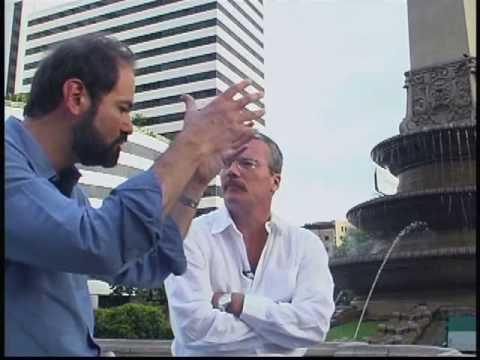 El escritor venezolano Alberto Barrera entrevista a Juan Villoro, para el programa 'Miradas urbanas'. Parte 2