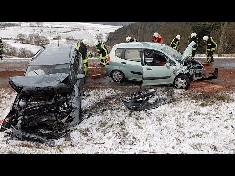 Fünf Verletzte bei Glätteunfall