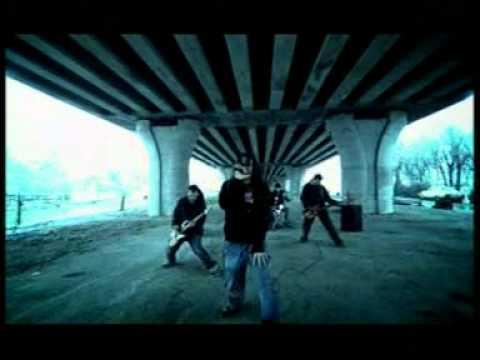 Luna Amara Loc Lipsa feat Ombladon online metal music video by LUNĂ AMARĂ