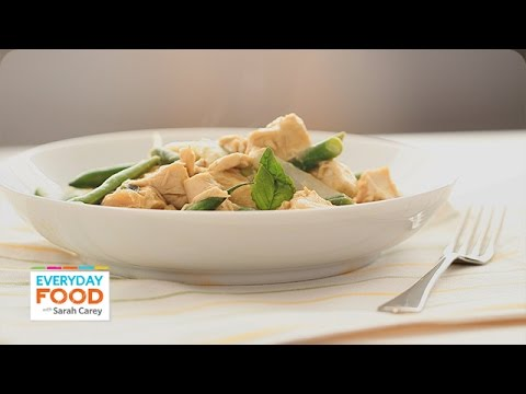 food - Thai Green Chicken Curry features tender chicken in green curry sauce for a gourmet-style Thai dish that you can make right at home! The aromatic blend of basil leaves and coconut milk lend...