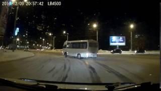 Golfem tego nie zrobicie! Drift na rondzie autobusem czyli jak się zjeżdża do zajezdni!