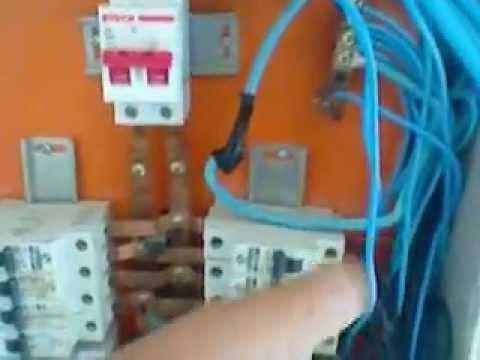 Eletricista cuidado ao instalar drs