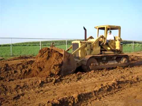 Rough & Tumble August 2009  David Ludgin at the digging area on his Caterpillar 977.
