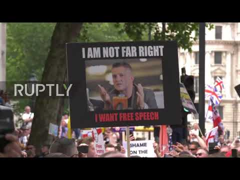 מחאת ימין גדולה בלונדון; שוטרים ברחו
