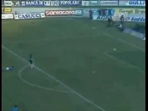 maradona segna un colpo di testa fuori area (napoli-milan 4-1)