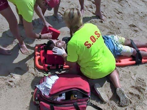 Simulacro de salvamento playa central de Isla Cristina