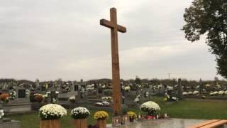 Osadenie kríža na cintoríne v obci Trhovište 2016