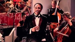 Aloe Blacc - I Need A Dollar (Live) lyrics (Italian translation). | I need a dollar dollar, a dollar is what I need, hey hey, Well I need a dollar dollar, a dollar is...