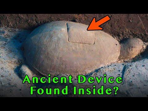 Archeologen hebben deze stenen schildpad opgegraven! Wat zit er in deze oude machine?