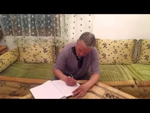 حارس سيارات وكاتب