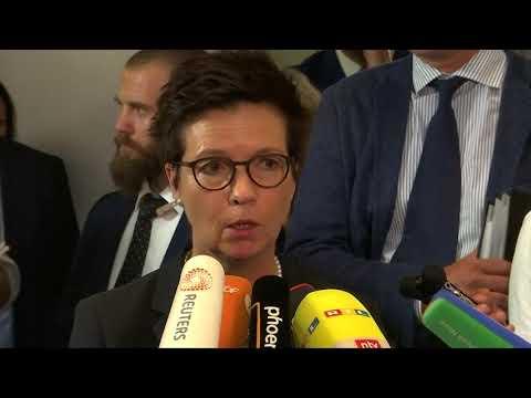 Seehofer verspricht im Bamf-Skandal totale Transpar ...
