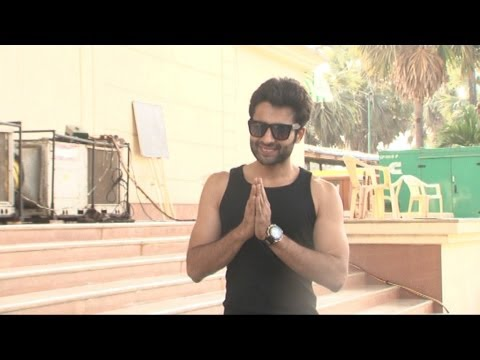 Jackky Bhagnani On The Set Of Boogie Woogie For Promoting Film Youngistan