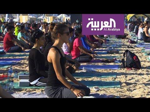 العرب اليوم - يوغا مع النجوم على شواطئ دبي