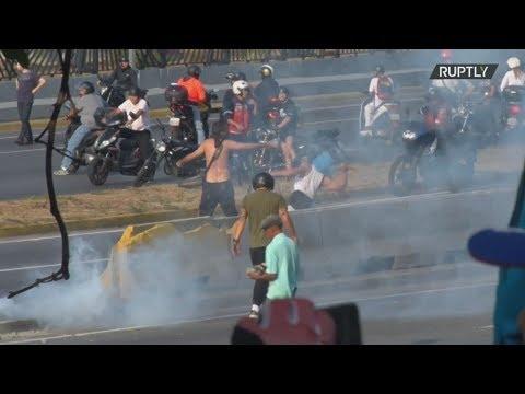 Βενεζουέλα: Συγκρούσεις στην αεροπορική βάση του Καράκας μετά την έκκληση του Γκουαϊδό για εξέγερση